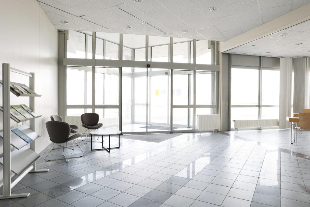 Unser Foto zeigt den Eingangsbereich zu den neuen Büro-Räumlichkeiten des Biomasse-Instituts am Innovationscampus in Merkendorf.