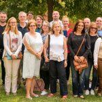 Gruppenbild der Dozenten mit einigen BIT-Mitarbeitern, insgesamt 19 Menschen