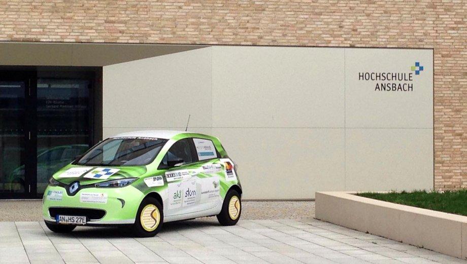 Unser Foto zeigt das Forschungsfahrzeug, ein Elektro-Auto, des Biomasse-Instituts der Hochschule Ansbach